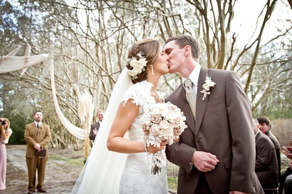 Southern-wedding-first-kiss1